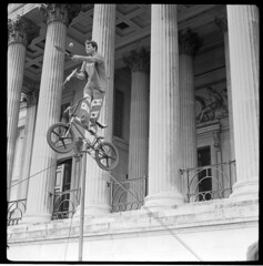how to slice an apple while riding BMX (cloudy images) Tags: london square robot bmx trafalgar junior pro knives juggler rodinal legacy
