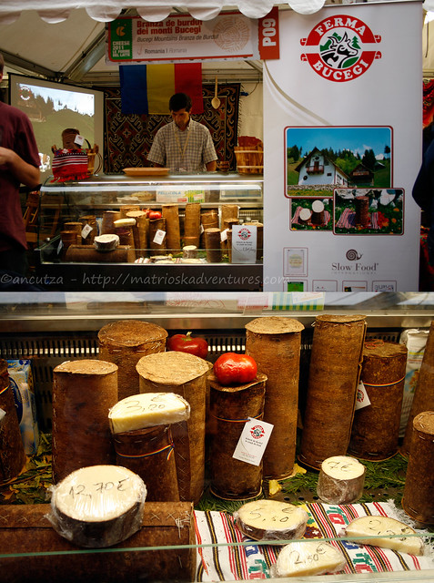 foto immagine branza de burduf pin romania cheese