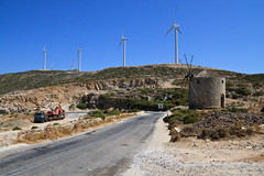 Technologie (mopi1402) Tags: road windmill truck canon way construction europe flickr tech wind path object jour course route camion transportation ou article infrastructure contraste feeling avenue objet purpose item continent 800 grce pathway quoi cyclades sentiment insolite naxos quand technologie construct priode pourquoi olienne 19mm f13 2011 moulinvent atmosphre 11600s 1750mm whirlgig moyendetransport canoneos7d pierremoati qqoqccp