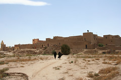 Note the TV satellite dishes on top of the kasbah. (Ken Zaremba) Tags: africa geography moroccankasbah morocco qasbah boma countryscenes countrysidelife countrysidescenes dwelling fortress home house hut qassabah rurallife ruralscenes ruralvillagelife tent tower