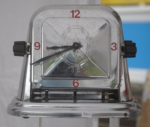 Vintage toaster turned clock