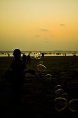 BubbleMan (Mutahir Mahmood (O'Shoot)) Tags: pakistan sunset beach water childhood fun memories bubbles bubble karachi clifton seaview