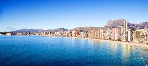 Una de las mejores vistas de Benidorm. Les atenderemos en su agencia inmobiliaria de confianza Asegil en Benidorm  www.inmobiliariabenidorm.com