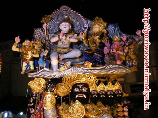 Ravana lifting Kailash mountain