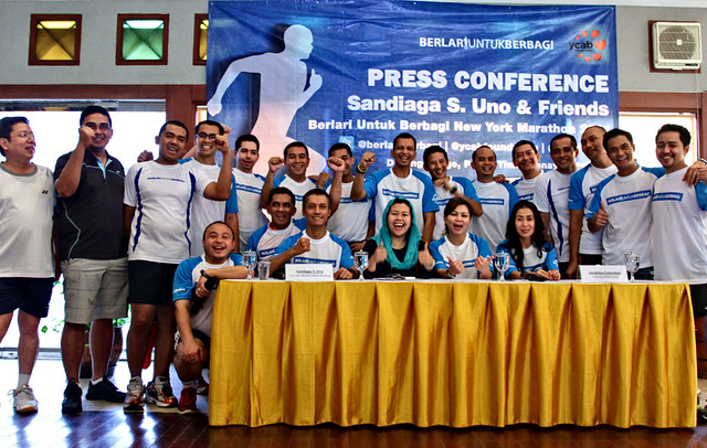 The Indonesian runners took picture with YCAB's team