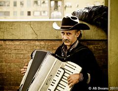 Please..listening.. (Antonio Buccella) Tags: canon eos florence song ponte sguardo listening 7d firenze toscana vecchio volto strumento