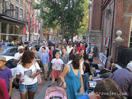 shopping for art on 2nd Street during Forst Fiday