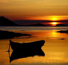 arctic summernight (John A.Hemmingsen) Tags: sunset sun seascape night norge nikon nordnorge midnightsun fantasticnature nikkor1685dx nikond5000