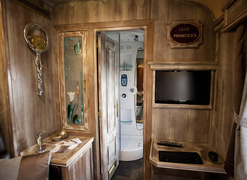 El Transcantabrico Gran Lujo - looking into suite bathroom