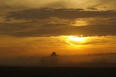 Heidenfahrt (izoll) Tags: nebel outdoor sony natur himmel wolken sonnenaufgang morgen morgenstimmung naturaufnahmen heidenfahrt nebelstimmung alpha580 izoll nebeldunst