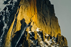 Un rayo de luz de la tarde DSC1485 copia r (tomas meson) Tags: sunset mountain snow alps montagne alpes landscape climb nikon mount climbing agosto monte alpinismo montaa chamonix alpi mont bianco blanc montblanc valle 2011 d7000 tomasmeson caraoeste directaamericana