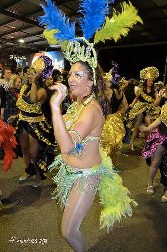 De muchos colores se visten las damas  y el candombe