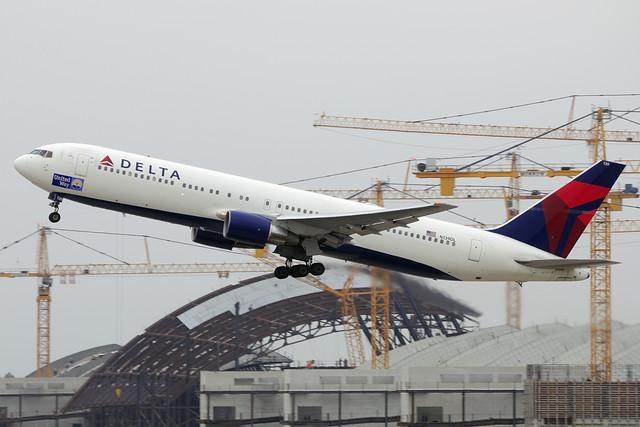 Delta Airlines (United Way) Boeing 767-332 (N139DL)