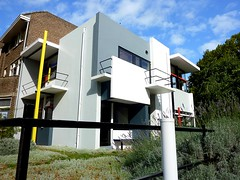 The Rietveld Schrder House in Utrecht (Unesco world heritage) (Frans.Sellies) Tags: world holland heritage netherlands architecture de la casa site utrecht unescoworldheritagesite unesco worldheritagesite list bauhaus schroder schroeder schrder unescoworldheritage schrderhuis worldheritage weltkulturerbe rietveld whs destijl mondial patrimoine stijl humanidad patrimonio worldheritagelist welterbe kulturerbe unescowhs rietveldhuis rietveldhouse patrimoinemondial werelderfgoed vrldsarv  heritagelist ph548 rietveldschrderhouse werelderfgoedlijst verdensarven   patriomoniodelahumanidad rietveldschrderhuis   patriomonio casarietveld rietveldwohnung p1390889 reitfeldhaus rietfeldhaus rietveldhausschrderhuis