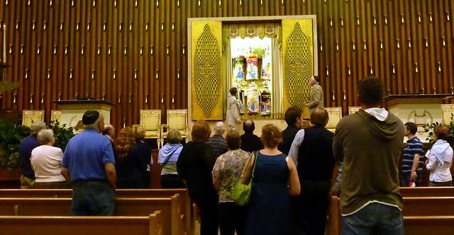 P1000317-2011-09-22-APC-Sacred-Spaces-Tour-Ahavath-Achim-Synagogue-opening-Aron-HaKodesh