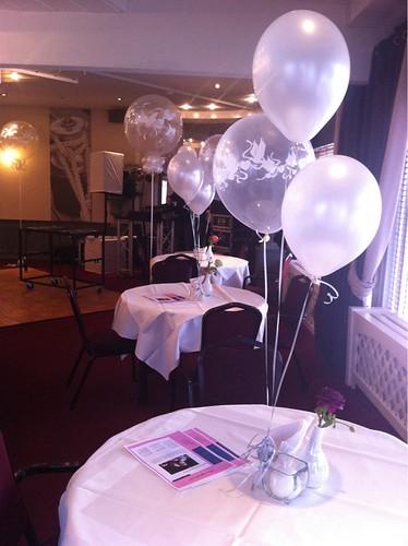 Tafeldecoratie 3ballonnen Transparant Love Doves en Wit