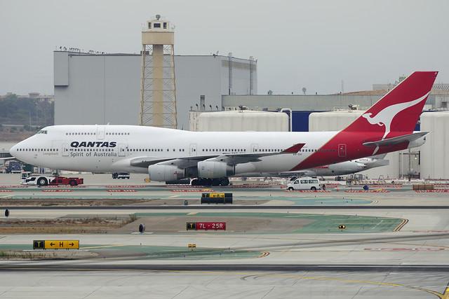 Qantas Boeing 747-438 (VH-OJI)