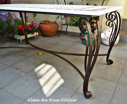 Mesa de mosaico com pé de ferro