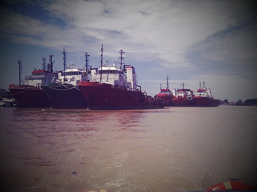 Lay Up Supply Tugs by aripudin
