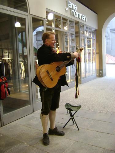 Cantante bávaro, Neuhauser Strasse, Munich 2011, Alemania/Bavarian singer, München' 11, Germany - www.meEncantaViajar.com by javierdoren