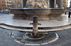 "piazza della Rotonda, nasone • <a style=""font-size:0.8em;"" href=""http://www.flickr.com/photos/89679026@N00/6204201234/"" target=""_blank"">View on Flickr</a>"