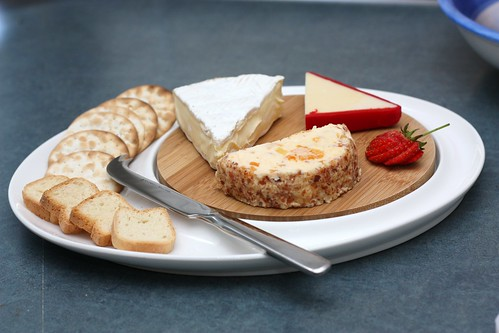 Cheese platter with M&W white basics bamboo
