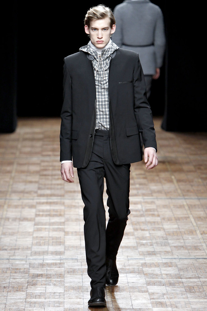 Henrry Evans3007_FW11 Paris Yigal Azrouel(VOGUE)