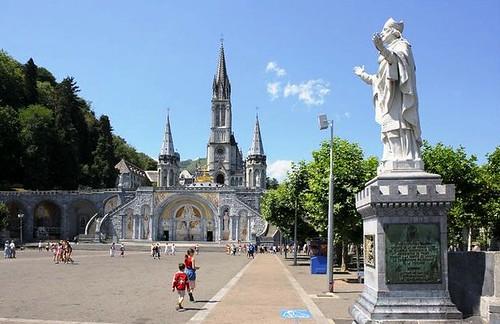 Vista de la Explanada frente a la Basílica del Rosario