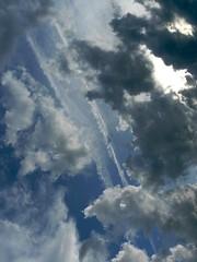 P1050811 (focus.finder) Tags: energie natur himmel wolken grau mast blau weiss dunkel wetter wolkenformation wolkenhimmel gewitterwolke wolkengebilde