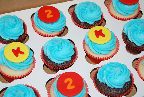 red orange yellow 2nd birthday cupcakes for a Ni Hao Kai Lan party