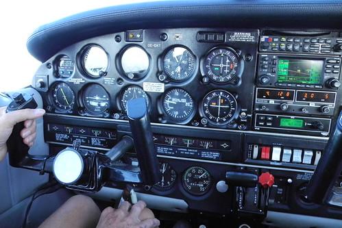 Cockpit Piper 28
