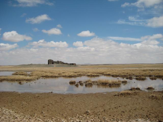 Соленое озеро и вид на Сум Хох Бурд