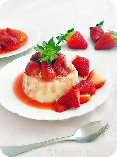 Coquito Pana Cotta with Strawberry Compote d2-w