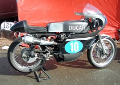 Ducati mono carn (gueguette80 ... non voyant pour une dure indte) Tags: old bike mono italian single ducati septembre caiman croix motos motorrad anciennes 2011 ternois italiennes monocylindre