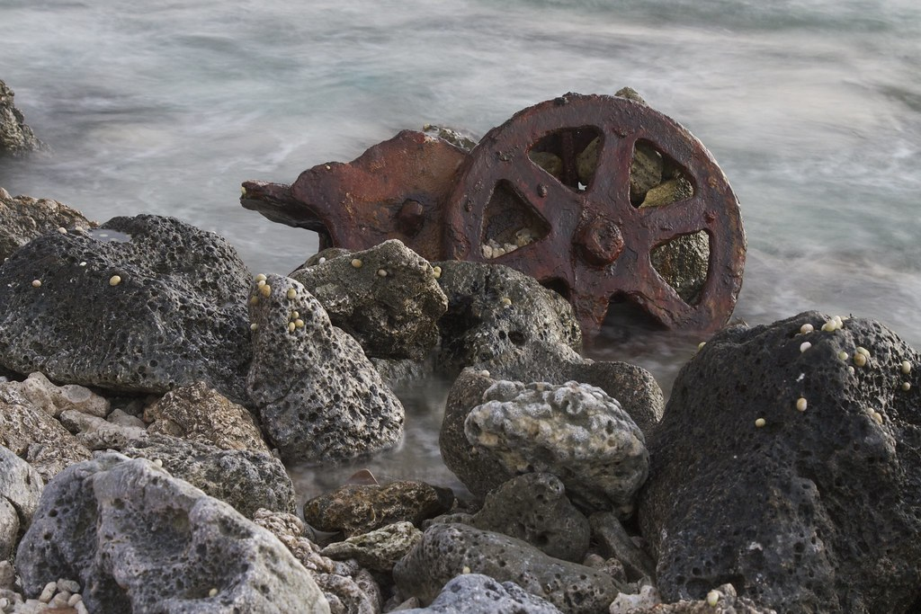 Rubble in the sea, Direction Island