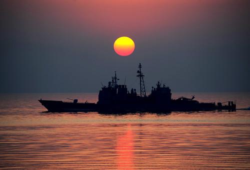 フリー写真素材, 乗り物, 船・船舶, 夕日・夕焼け・日没, 軍用船,