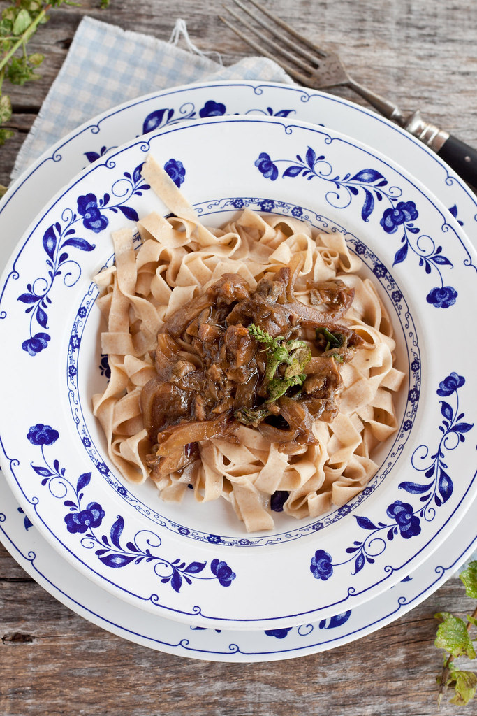 Fresh spelt pasta with dried mushrooms dressing