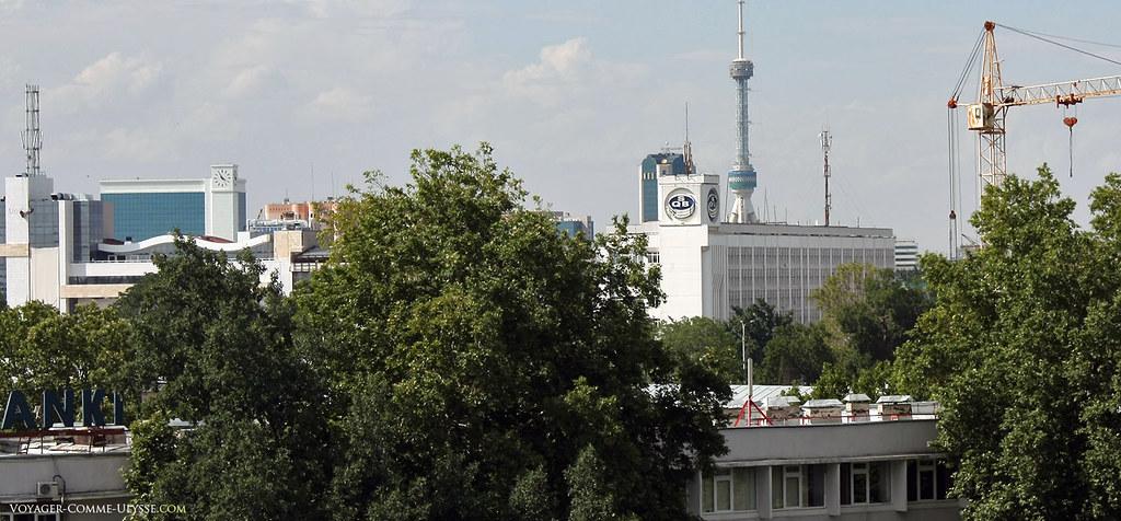 Au fond, Toshkent Teleminorasi, grande antenne TV