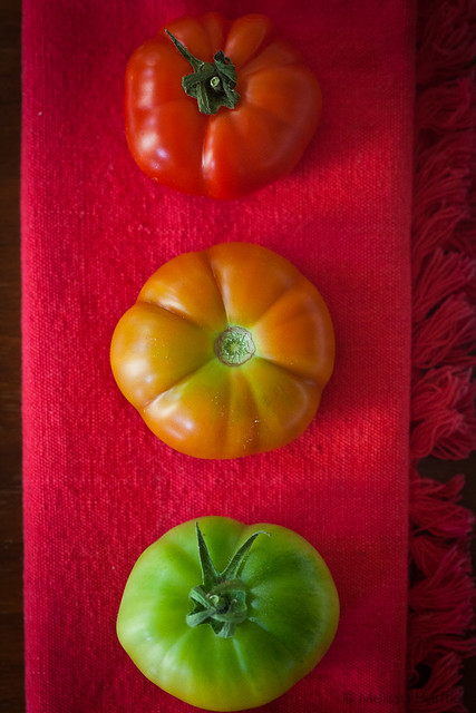 a stoplight made out of tomatoes