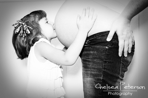Maternity-picture-kissing