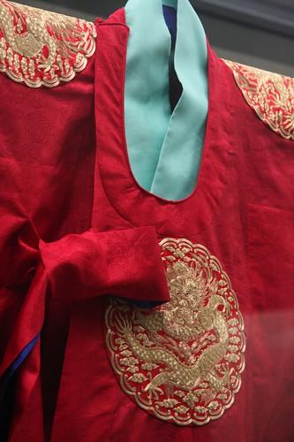 王族が身に付けていた華麗な衣服 / Formal dress of the queen