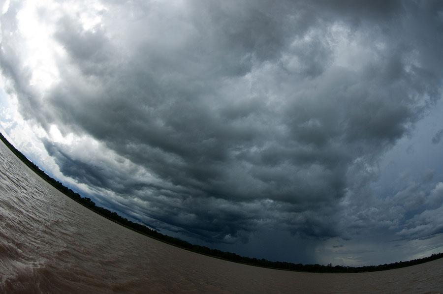 Шторм на Амазонке. Амазонка, Перу 2011 © Kartzon Dream - авторские путешествия, авторские туры в Перу, тревел видео, фототуры