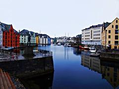 Marinero (Jesus_l) Tags: mar europa noruega reflexions alesund marinero jesusl