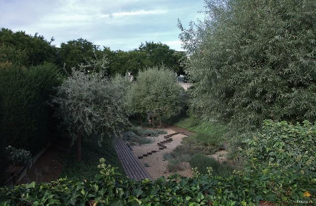 Les jardiniers prennent soin de leur Parc, l'un des plus beaux de la Capitale