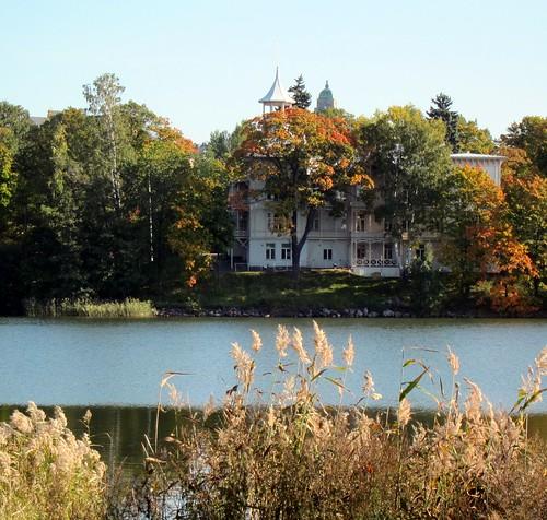 Villa Kivi syksyllä by Anna Amnell