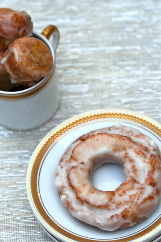 Gluten-free old-fashioned with honey glaze (with holes