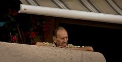 Qu'est ce qui se passe ? (www.darnoc.fr) Tags: canon eos vacances soleil shot candid paintshoppro t 70300mm rue perpignan gens lightroom languedocroussillon 70300 pyrnesorientales lesgens ef70300mmf456isusm 60d retrait eos60d