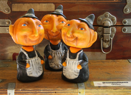 Original limited edition Halloween bobble head sculptures in a vintage style for Bindlegrim by Robert Aaron Wiley