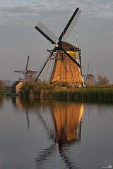 A New Thatched Roof (BraCom (Bram)) Tags: mill windmill sunrise nederland historical kinderdijk molen worldheritage zuidholland zonsopkomst bej werelderfgoed poldermolen impressedbeauty overwaardmolen leuropepittoresque bracom ringexcellence dblringexcellence tplringexcellence eltringexcellence
