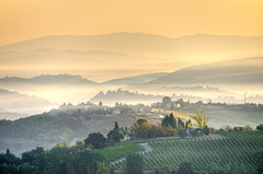 """Sometimes there's so much beauty in the world I feel like I can't take it, like my heart's going to cave in."" (traumlichtfabrik) Tags: travel italien autumn italy mist nature sunrise geotagged"